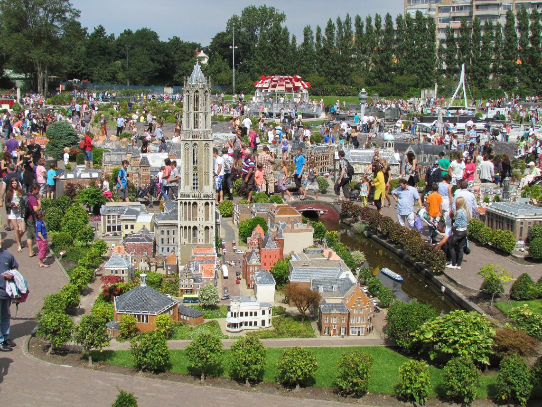 http://www.programmabob.nl/Menu-Europe/2012/J1208-Madurodam/L-Bob%20(102).JPG